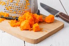 La zucca sulla tavola di legno ha preparato per cucinare fotografia stock libera da diritti