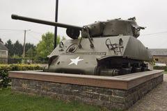 Laag gezichtspunt van de Sherman-tank gewijd aan Col. Hogan en aan het 771ste Tankbataljon royalty-vrije stock afbeelding