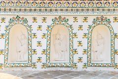 Laag hulpstandbeeld van helft-vogel helft-vrouw op de muur Wat Arun Royalty-vrije Stock Foto's