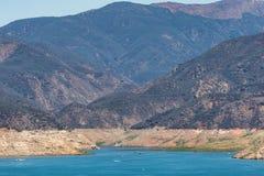 Laag reservoir tijdens de droogte van Californië royalty-vrije stock foto