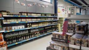 Laapeenranta Finlandia, Październik, - 1, 2018: supermarket półki i nawa zbiory