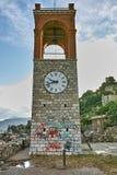 Laatste Stralen van zon over klokketoren in Nafpaktos-stad, Griekenland Royalty-vrije Stock Foto's