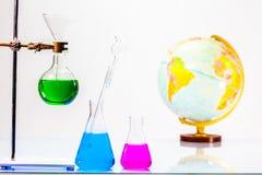 Lab eksperymentów molekuły struktura z chemiczną eksperyment tubką obrazy royalty free