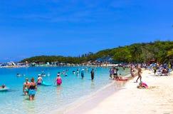 LABADEE, HAÏTI - 1ER MAI 2018 : Les gens appréciant le jour sur la plage en le Haïti Photographie stock