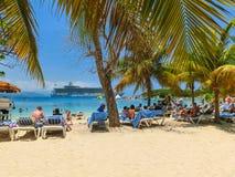 LABADEE HAITI, MAJ, - 01, 2018: Ludzie cieszy się dzień na plaży w Haiti Obrazy Stock