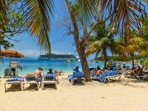 LABADEE HAITI, MAJ, - 01, 2018: Ludzie cieszy się dzień na plaży w Haiti Obrazy Royalty Free