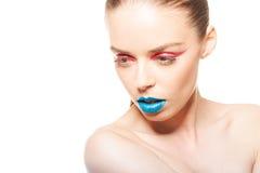 Labbra blu e eye-liner rosso Fotografie Stock Libere da Diritti