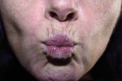labbra corrugate di una donna di mezza età, 40-45 anni Immagini Stock