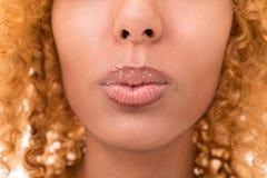 Labbra, piegate in un bacio Fotografia Stock