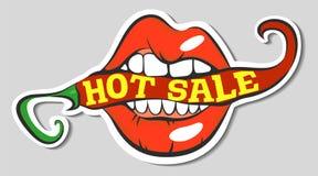 Labbra con peperoncino rovente con l'iscrizione calda di vendita Spezia mordace della bocca di Pop art Chiuda sulla vista di Fotografia Stock Libera da Diritti