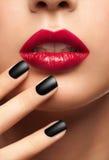 Labbra sexy di rosso della donna Immagine Stock