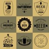 Label dénommé rétro par ensemble de bière illustration de vecteur