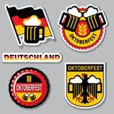 Label d'Oktoberfest Fond de drapeau de la Bavière avec le rouleau pour le texte  d'isolement sur le blanc Images libres de droits