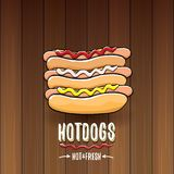 Label de hot dogs de bande dessinée de vecteur d'isolement sur le fond en bois de table Photographie stock libre de droits