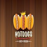 Label de hot dogs de bande dessinée de vecteur sur le fond en bois de table Affiche de hot-dog de vintage ou élément de conceptio Image libre de droits