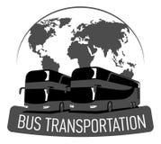Label de transport d'autobus grand bus touristique sur la carte du monde, autobus à impériale plat Photographie stock