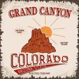Label de vintage avec le canyon et le soleil Images libres de droits