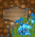 Label en bois avec des boules de Noël et des brindilles de sapin Photographie stock libre de droits