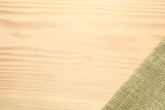 Label en bois de table avec la toile à sac photographie stock libre de droits
