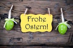 Label jaune de Pâques avec Frohe Ostern images stock