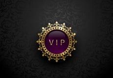 Label pourpre de VIP avec la couronne d'or ronde de cadre d'anneau sur le fond floral noir Calibre de la meilleure qualité royal  Photographie stock