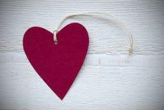Label rouge de coeur avec le cadre de l'espace de copie Image stock