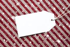 Label sur l'espace rouge de papier d'emballage et de copie, flocons de neige Photos libres de droits
