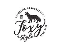 Label tiré par la main d'animal sauvage de vintage Éléments de forme et de typographie de silhouette de Fox - authentique handcra Illustration de Vecteur