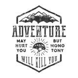 Label tiré par la main d'explorateur de montagne de vintage Citation d'inspiration de style ancien - l'aventure peut vous blesser illustration libre de droits