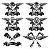 labels avec des pistons et des crânes avec des ailes Photo stock