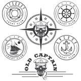 labels avec le bateau, crâne de capitaine, roue, ancre et Images libres de droits