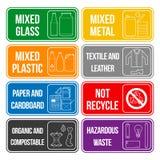 Labels de déchets séparés par couleur Photo stock
