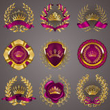 Labels de luxe d'or avec la guirlande de laurier illustration de vecteur