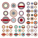 Labels de vente avec des éléments de guilloche dans diverses couleurs Photo stock