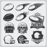 Labels du football du football, emblèmes et éléments de conception Boules et casques Ensemble de vecteur Images stock