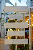 Labels en bois pour la publicité ou l'annonce, Signage de café Conception en bois élégante photographie stock