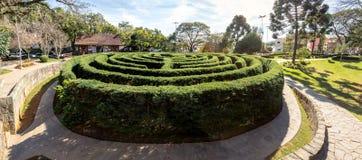 Laberinto verde del seto del laberinto y x28; Labirinto Verde& x29; en la plaza principal - Nova Petropolis, Río Grande del Sur,  Imagen de archivo