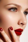 Labios atractivos Detalle rojo del maquillaje de los labios de la belleza Clos hermosos del maquillaje Imagen de archivo libre de regalías
