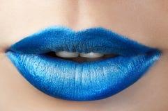 Labios del azul de la moda Fotos de archivo libres de regalías