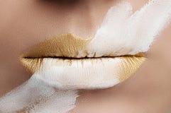 Labios del oro de la moda Foto de archivo libre de regalías