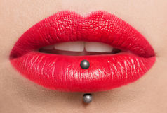 Labios rojos apasionados, fotografía macra Imagen de archivo libre de regalías