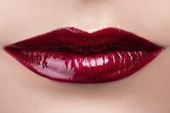 Labios rojos clásicos de la moda Imágenes de archivo libres de regalías