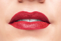 Labios y dientes rojos hermosos Foto de archivo