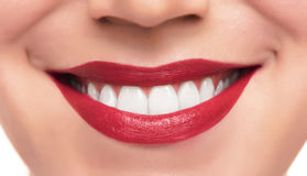 Labios y dientes rojos hermosos Imagen de archivo