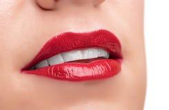 Labios y dientes rojos hermosos Fotografía de archivo libre de regalías