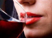 Labios y vidrio rojos de vino Fotografía de archivo libre de regalías