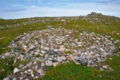 Labirinto Neolítico situado na ilha de Oleshin, arquipélago de Kuzova, mar branco, Rússia fotos de stock royalty free
