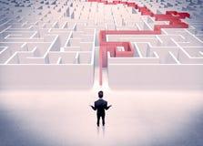 Labirinto resolvido para o conceito do homem de negócios Fotos de Stock Royalty Free