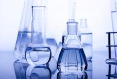 labolatory蓝色的玻璃器皿 免版税图库摄影
