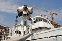Labor activity in Sunda Kelapa Harbor Royalty Free Stock Photos